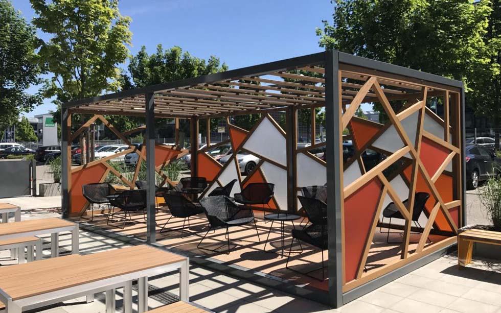 Die Outdoor-Piazza Teil 2 – Rendering vs. Reality